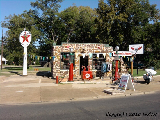 Gas Stations & Garages of Days Gone Bye - Vic's 66 - Gas